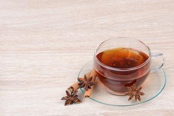 Tee mit Sternanis und Zimt