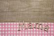 Muttertag: Grußkarte mit Holz und rosa karierten Stoff