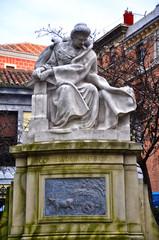 Madrid, estatua de la escritora Emilia Pardo Bazán