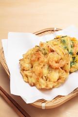 海老と野菜のかき揚げと箸