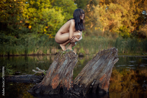 Tuinposter Fantasie Landschap Naked girl looks into the distance.