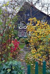 Schönes Fachwerkhaus im Herbst