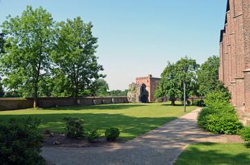 Park auf dem Kirchberg mit Wehrturm und Befestigung Heinsberg