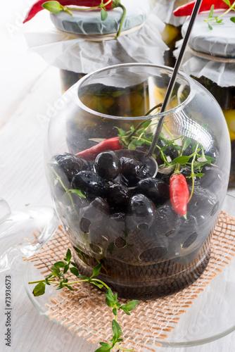Staande foto Zuivelproducten spicy marinated olives