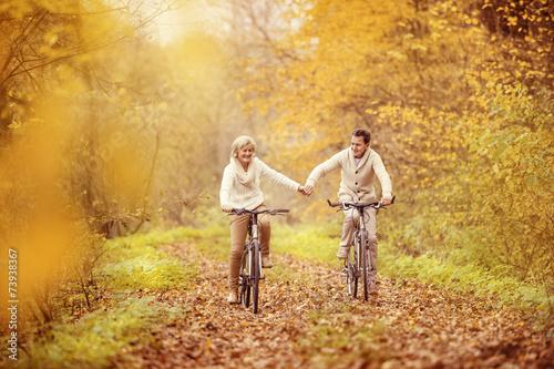 Leinwanddruck Bild Active seniors riding bike