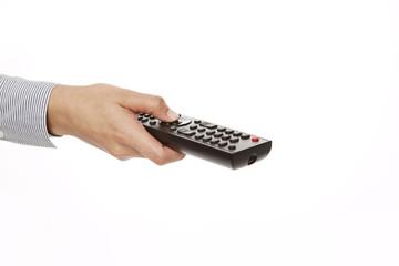 Hand hält schwarze Fernbedienung, perspektivisch