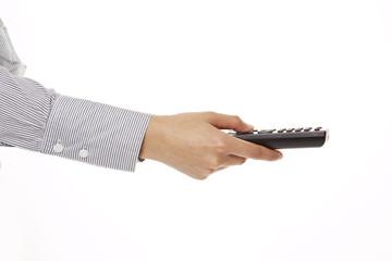 Hand hält schwarze Fernbedienung, Seitenansicht