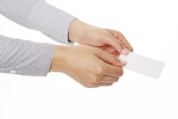 Visitenkarte mit beiden Händen überreichen