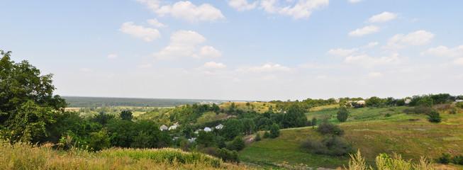 Украинское село, спрятанное за великолепные деревьями