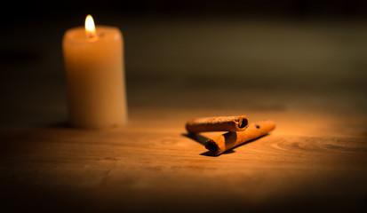 Cinnamon sticks on wood table