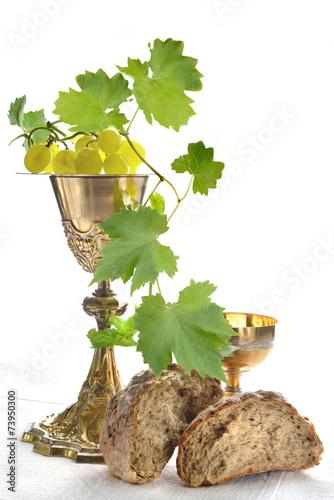 calici da messa con pane e uva Poster