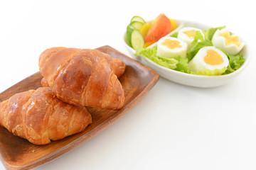 新鮮なサラダとパン