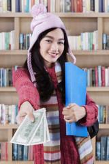 Student offering money loan