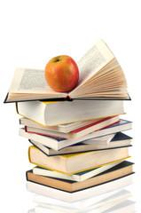 La pomme sur les livres