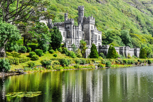 Papiers peints Con. Antique Kylemore Abbey in Connemara, Ireland