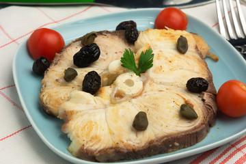 Pesce spada con olive e capperi