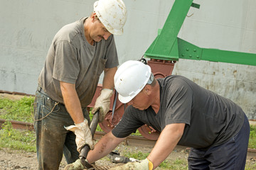 Port   dockers   at   work
