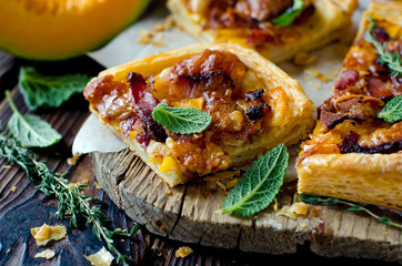 Tart with pumpkin and ham