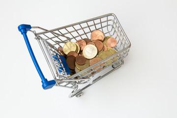 Einkaufswagen voll mit Geld