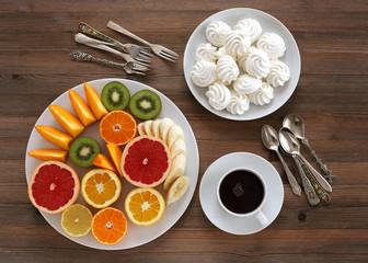 Baiser und Zitrusfrüchte