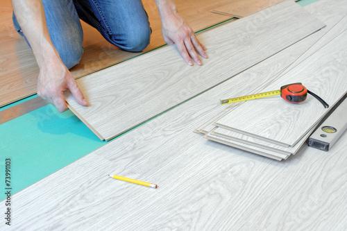 Układanie, wymiana paneli podłogowych - 73991103