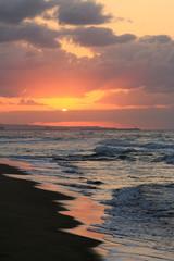 鳥取、砂丘海岸の夕日