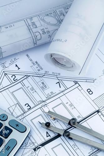 Leinwanddruck Bild Hausplan mit Taschenrechner