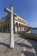 Kreuz und Kirche