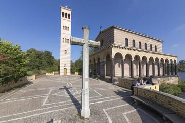 Sakrower Kirche mit Kreuz