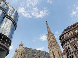 Stephansdom und Gebäude am Wiener Stephansplatz