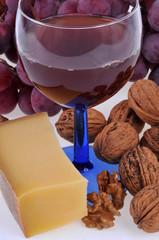 Vin, fromage, noix et raisin