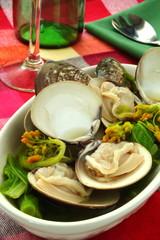 蛤の蒸し料理 ワイン