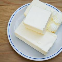 panetti di burro su piatto
