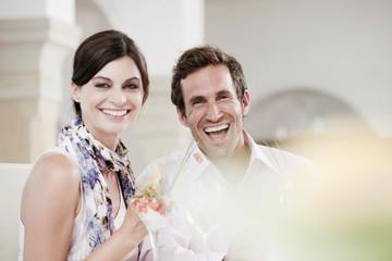 Paar im Restaurant, lachen, Porträt