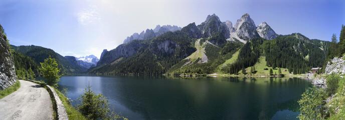 Österreich, Salzkammergut, Gosausee, Wanderweg im Vordergrund