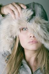Frau, trägt Winter Mode, Portrait