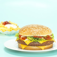 Cheeseburger mit Pommes frites, Pommes, hamburger, close-up