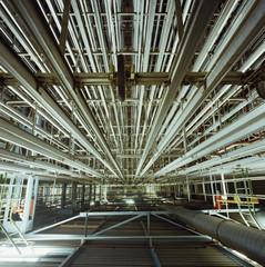 Rohre und Leitungen in Fabrik