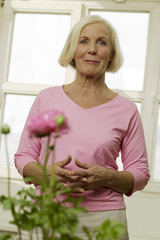 Ältere Frau lächelnd, portrait