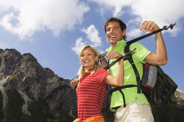 Österreich, Salzburger Land, Paar lächelnd