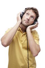 Junger Mann mit Kopfhörern, Porträt