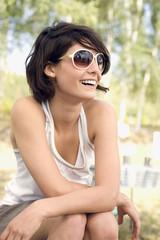 Deutschland, Leipzig, Ammelsrainer See, Frau tragen eine Sonnenbrille, Porträt