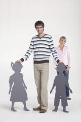 Junges Paar, Frau im Hintergrund, Portrait
