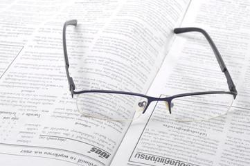 Очки лежащие на газете