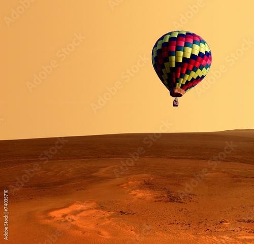 Foto op Plexiglas Ballon Hot Air Balloon Desert