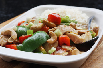 chicken, peppers & cashew nuts stir fry