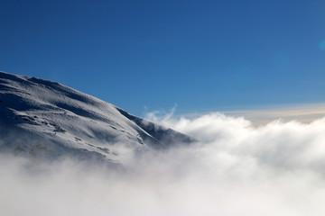 Sommet de montagne enneigée