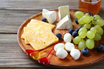 Camembert  nad mozzarella, cheese platter