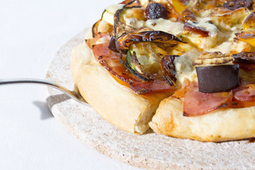 pizza with vegetable and ham