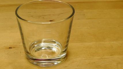 Ein Glas isotonische Apfelschorle